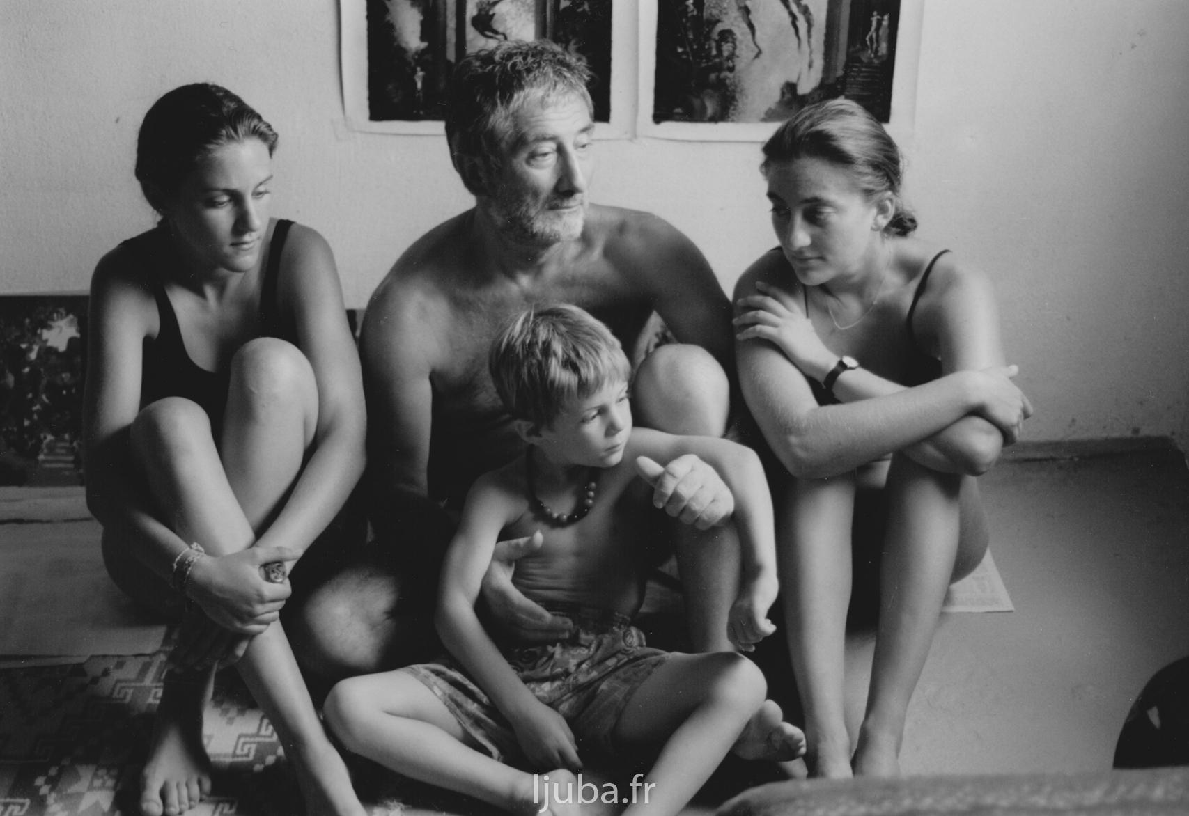 64. 1994., Ljuba sa decom_