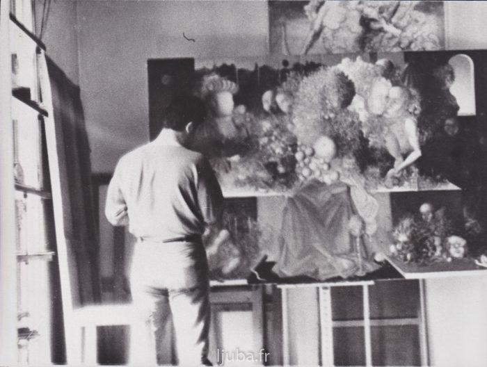 16. 1965., Ljuba u ateljeu u Šarantonu, ispred slike Tajna večera_